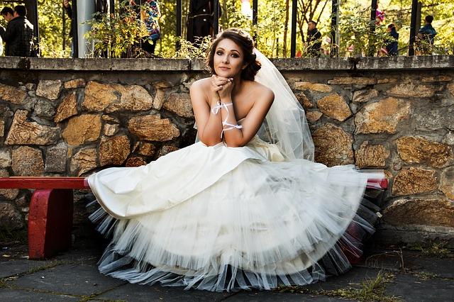 poročne obleke nevesta