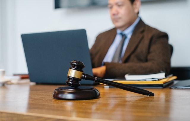 Sodni tolmač ni navaden prevajalec